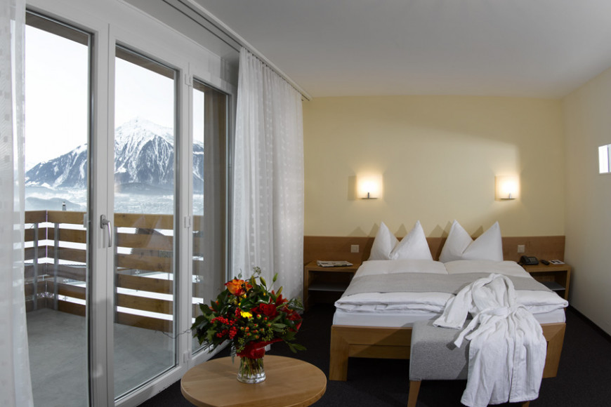 solbadhotel-sigriswil-double-room-panorama-house
